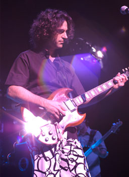 Dweezil Zappa on stage in Dallas, Tex., on Dec 16, 2006.                                             (Michael Mesker/Zappa Family Trust)