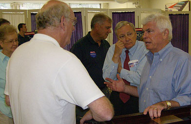 Senator Chris Dodd meets with potential supporters at an event at Iowa Wesleyan College.                                             (John Moe)