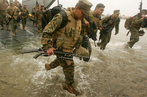 Marines and sailors returning from the war in Iraq to Camp Pendleton, California on May 30, 2007. Many returning service men and women find great difficulty in readjusting back to civilian life.                                             (David McNew/Getty Images)