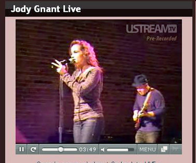 Jody Gnant webcasting a live concert at the Brickhouse in downtown Phoenix in Dec. 2007.                                             (Rene Gutel)