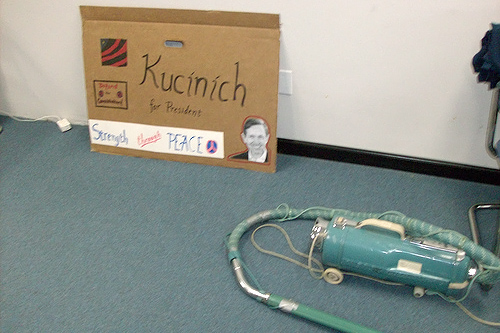 A handmade sign and a vacuum cleaner at the Kucinich headquarters in Washington state.                                             (John Moe)