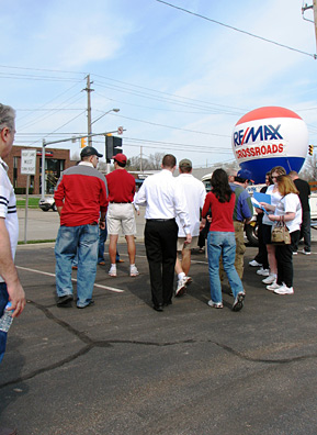 Prospective home buyers purchase tickets and sign in for a foreclosure bus tour in Strongsville, Ohio.                                             (Mhari Saito)