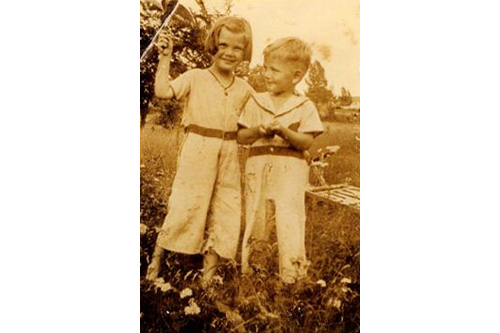Joan Anbuhl (later Bloom) and her brother Teddy, then of Troy, N.Y., were abandoned by their mother during the Great Depression.                                             (Courtesy Joan Bloom)